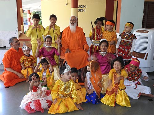 Gurudev with children